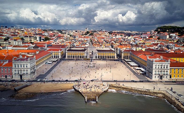 Lisbon main square by Terreiro do Paço via Wikimedia Commons