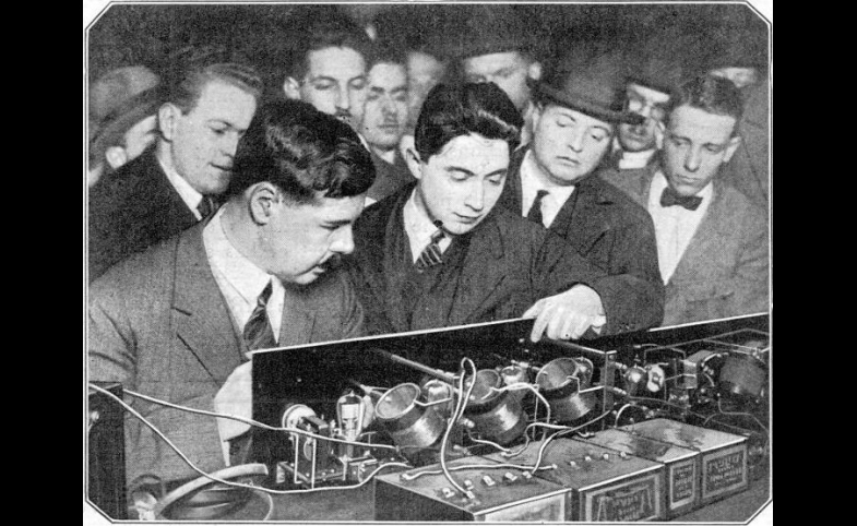 The first neutrodyne radio receiver, 1923