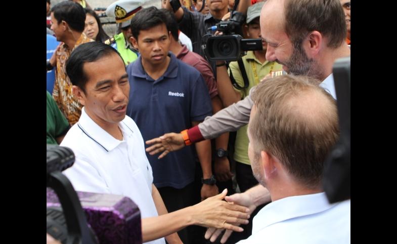 President Joko Widodo shakes hands during the election.