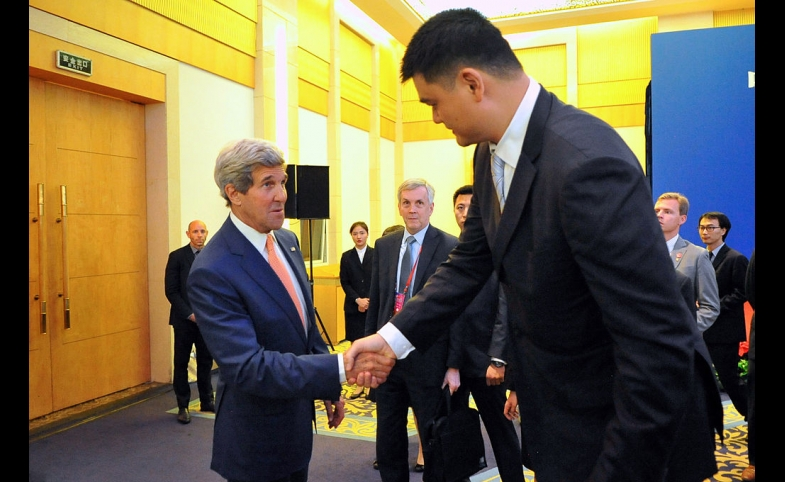 John Kerry conducts some diplomacy with Yao Ming