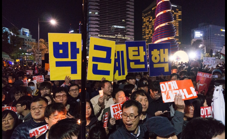 Mass protest in Cheonggye Plaza, by Teddy Cross