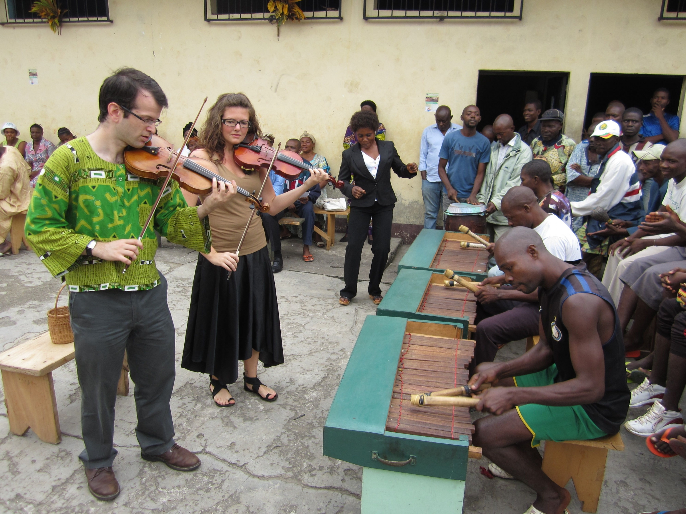 Cultures in Harmony plays with the prison marimba band at Mfou Central Prison in Cameroon, 31 July 2013. Photo reprinted courtesy of the author.